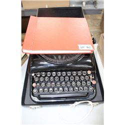 Remington 5 Manual Typewriter w/Typing 300 Training Manual