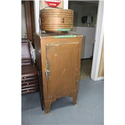 1930 G.E. Refrigerator - In working condition