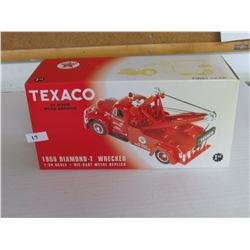1955 Texas Diamond T Wrecker, 1:34 scale, die cast metal replica