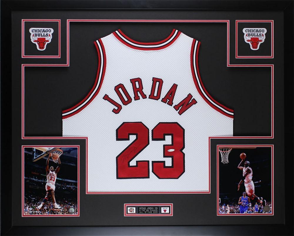 5d8f1bffc33 Image 1 : Michael Jordan Signed Bulls 35
