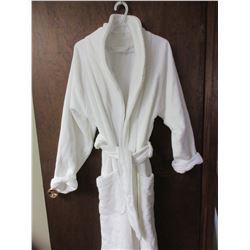 New High End Turkish Cotton Bath Robe by Hammacher Slchemmer/ small