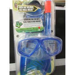 New US Divers Snorkeling 4 piece set / fins/snorkel/mask & bag