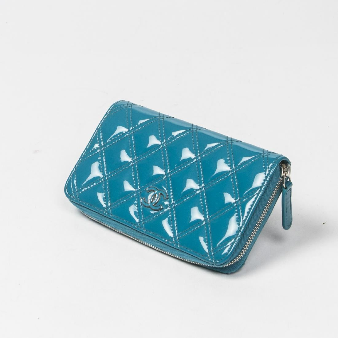 eb309ab1bf9728 Image 1 : CHANEL Zip Wallet in Neon Blue Patent Quilted Leather ...