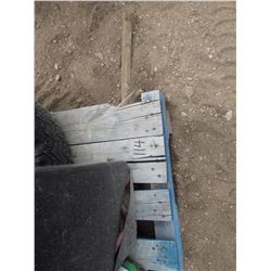 Pallet of metal stands & hyrdraulic pump