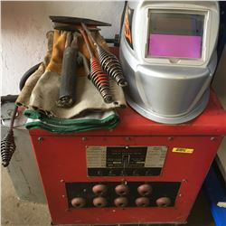 Farm Crest Arch Welder w/Auto Dark Helmet, Chipping Hammers, Welding Rods & Gloves