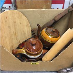 Box Lot: Wooden Kitchen Items & Pottery (Incl: Lazy Susan)
