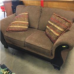 Love Seat w/Cushions