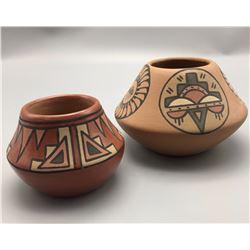 Pair of Santa Clara pots - Minnie