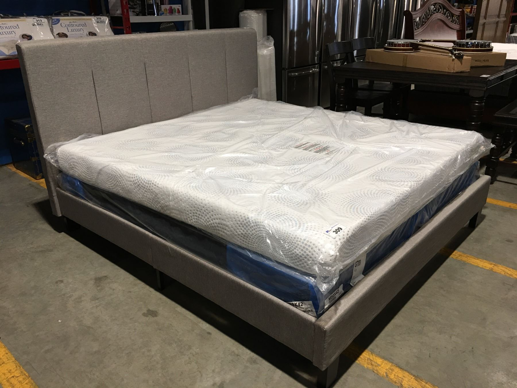 b1b996a1828 Loading zoom · Image 1   GREY UPHOLSTERED KING SIZE BED (HEADBOARD