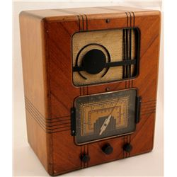 Wilcox Gay Art-Deco-Style, 3-Band Tube Radio