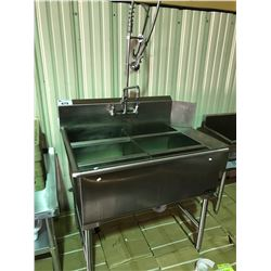 QUEST STAINLESS STEEL 2 BAY SINK WITH RINSE FAUCET