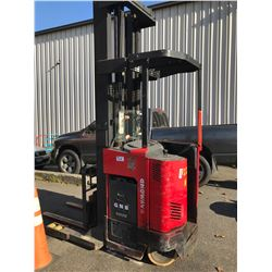 RAYMOND EAS1-RY0TT 4000 LB CAPACITY 2 STAGE ELECTRIC FORKLIFT