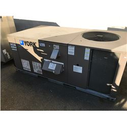 YORK OUTDOOR ROOFTOP AC UNIT - MODEL: ZF036N08P2AAA1A