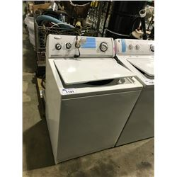 WHITE WHIRLPOOL TOP LOAD WASHING MACHINE & CONTENTS
