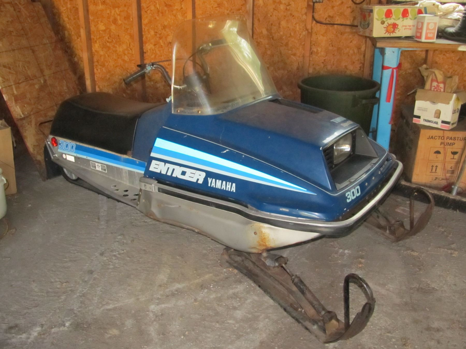YAMAHA ENTICER 300 TWIN SPECIAL SNOWMOBILE