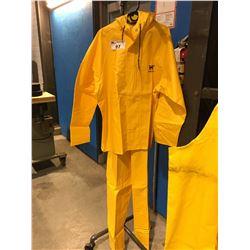 HELLY HANSEN 2 PCE RAIN SUIT - SIZE XL