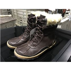 PAIR MERRELL SELECT DRY WOMENS SIZE 6 BROWN BOOTS