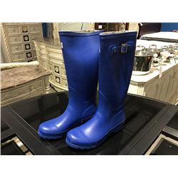 PAIR OF MB WOMENS BLUE RUBBER BOOTS - SIZE 5