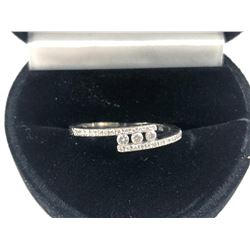 14K WHITE GOLD MODERN DIAMOND RING
