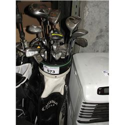 CALLAWAY GOLF BAG WITH ASSORTED GOLF CLUBS