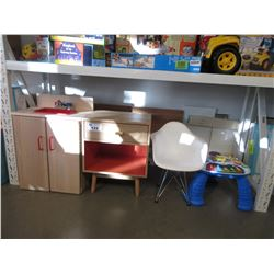 LOT OF ASSORTED CHILDS TOYS & FURNITURE