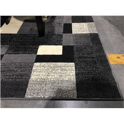 EXTACY MULTI COLORED BLACK/GREY/WHITE AREA RUG SPROX 5' X 8'