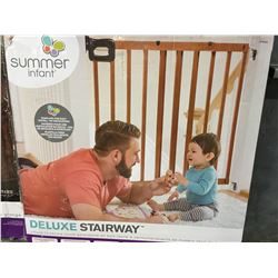 SUMMER INFANT DELUXE STAIRWAY SAFETY GATE