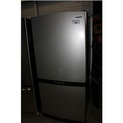 STAINLESS STEEL SAMSUNG FRIDGE/FREEZER