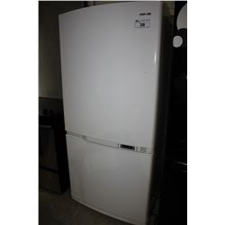 WHITE SAMSUNG FRIDGE/FREEZER