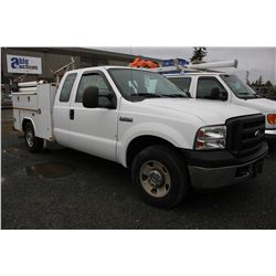 2006 FORD F250, PICKUP, WHITE, GAS, AUTOMATIC, VIN#1FTSX20526ED96052, 87,879KMS, RD,CD,PW,TH,AC,