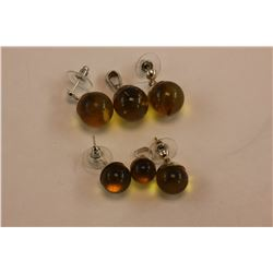 2 PALE GOLDEN AMBER PENDANT & EARRING SETS, ONE SET 11MM SPHERES, ONE SET 14MM SPHERES