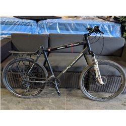 BLACK ROCKY MOUNTAIN TRAILHEAD 27-SPEED MOUNTAIN BIKE WITH DISC BRAKES - MISSING PEDALS