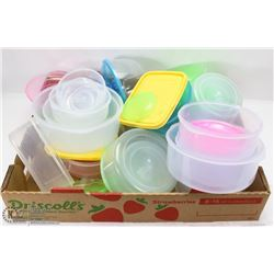 FLAT OF FOOD CONTAINERS WITH LIDS