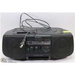 PORTABLE SONY STEREO CD/CASSETTE PLAYER.