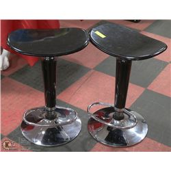 2 BLACK BAR STOOLS.