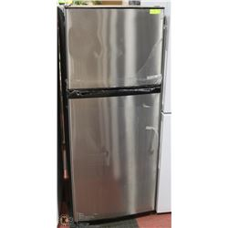 GE APARTMENT SIZE REFRIGERATOR/FREEZER STAINLESS