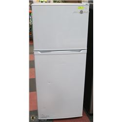 GE APARTMENT SIZE REFRIGERATOR/FREEZER WHITE