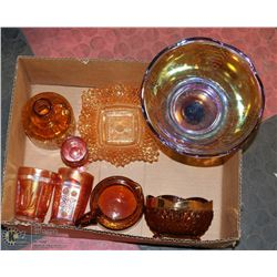 BOX OF 8 PIECES OF GLASS INCLUDING CARNIVAL