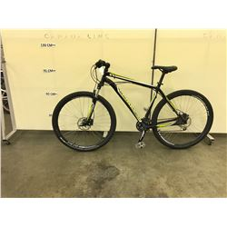 BLACK AND GREEN SPECIALIZED HARDROCK FRONT SUSPENSION MOUNTAIN BIKE WITH FRONT AND REAR HYDRAULIC