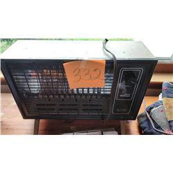 BUNDLE LOT: Edison Space Heater, Misc. Box Lot, Ocean Scene Painting