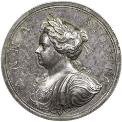 GREAT BRITAIN: Anne, 1702-1714, AR medal (33.26g), 1704. EF