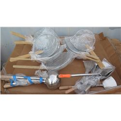 Qty 8 Wire Skimmer, Qty 5 Wok Ladle, Qty Approx 5 Wok Spatula