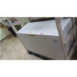 Kenmore Elite Heavy Duty Chest Freezer 61 x 27.5 x 34 H