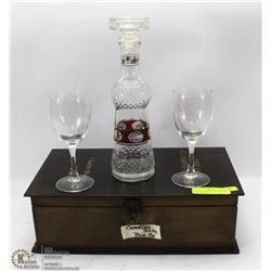 CHARLES DICKENS DECANTER SET IN WOODEN BOX