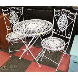 METAL WHITE PATIO SET INCL TABLE AND 2 FOLDING