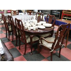ESTATE WOOD TABLE WITH LEAF, 2 ARMCHAIRS AND 6