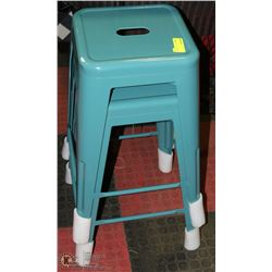 PAIR OF GREEN STACKABLE METAL BAR STOOLS