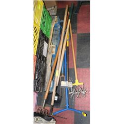BUNDLE OF YARD TOOLS