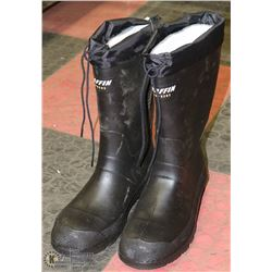 PAIR OF NEW BAFFIN SIZE 8 RUBBER STEEL TOE BOOTS