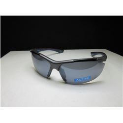 New Foster Grant Slice Sunglasses / 100% Max block